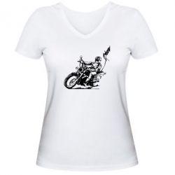 Женская футболка с V-образным вырезом Байкер на мотоцикле - FatLine