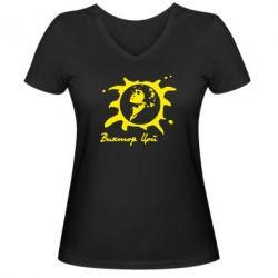 Женская футболка с V-образным вырезом Цой Виктор