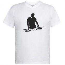Мужская футболка  с V-образным вырезом Dj за работой - FatLine