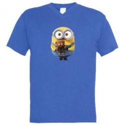 Мужская футболка  с V-образным вырезом Миньон с мишкой - FatLine