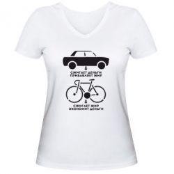 Женская футболка с V-образным вырезом Сравнение велосипеда и авто - FatLine