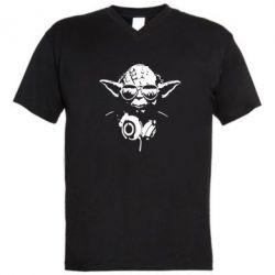 Мужская футболка  с V-образным вырезом Yoda в наушниках - FatLine