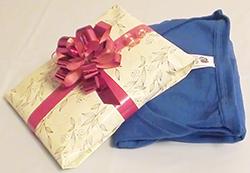 Як красиво упакувати футболку в подарунок  - FatLine e66bc11a94f8b