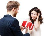 Що подарувати дівчині на річницю стосунків?