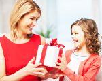 Что подарить маме на День матери: оригинальные идеи и советы по выбору