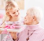 Как выбрать подарок бабушке на День Рождения?