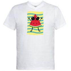 Мужская футболка  с V-образным вырезом Арбуз на пляже