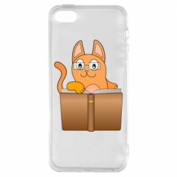Чехол для iPhone5/5S/SE Cat in glasses with a book