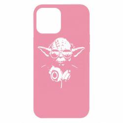 Чехол для iPhone 12 Pro Max Yoda в наушниках