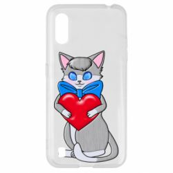 Чехол для Samsung A01/M01 Cute kitten with a heart in its paws