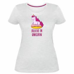 Женская стрейчевая футболка Единорог с пончиком