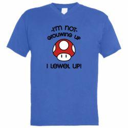 Мужская футболка  с V-образным вырезом I'm not growing up, i level up