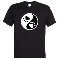 Мужская футболка  с V-образным вырезом инь янь лапки - FatLine