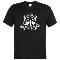 Чоловіча футболка з V-подібним вирізом Keep calm and hug a raccoon