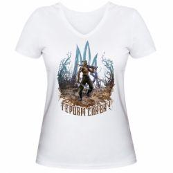Жіноча футболка з V-подібним вирізом Козак зі зброєю на тлі тризуба