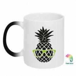 Кружка-хамелеон Pineapple with glasses