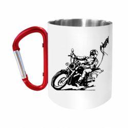 Кружка з ручкою-карабіном Байкер на мотоциклі