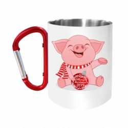 Кружка з ручкою-карабіном Funny pig with a Christmas toy