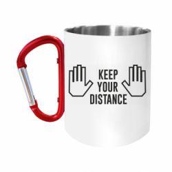 Кружка з ручкою-карабіном Keep your distance