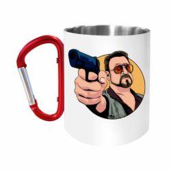 Кружка з ручкою-карабіном Лебовськи з пістолетом