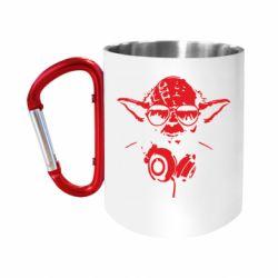 """Кружка с ручкой """"карабин"""" Yoda в наушниках"""