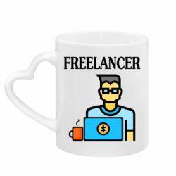 Кружка с ручкой в виде сердца Freelancer text