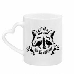 Кружка з ручкою у вигляді серця Keep calm and hug a raccoon