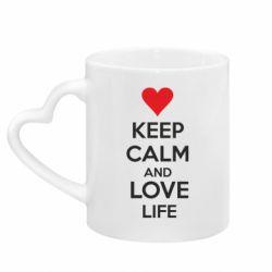 Кружка с ручкой в виде сердца KEEP CALM and LOVE LIFE