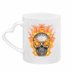 Кружка с ручкой в виде сердца Metal skull in flame of fire