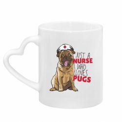 Кружка с ручкой в виде сердца Nurse loves pugs