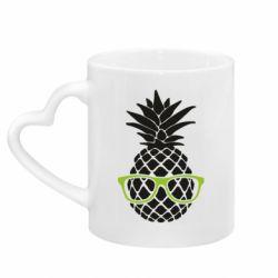 Кружка с ручкой в виде сердца Pineapple with glasses