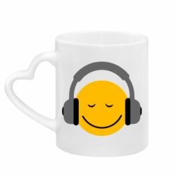Кружка с ручкой в виде сердца Smile in the headphones