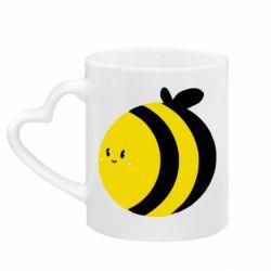 Кружка с ручкой в виде сердца толстая пчелка