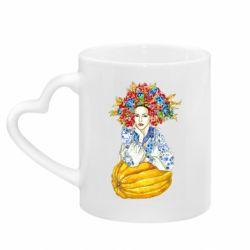 Кружка з ручкою у вигляді серця Українка в вінку і вишиванці
