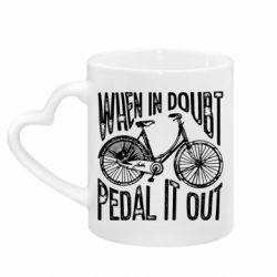 Кружка з ручкою у вигляді серця When in doubt pedal it out
