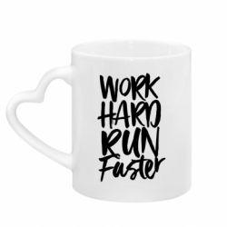 Кружка з ручкою у вигляді серця Work hard run faster