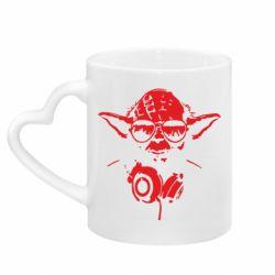 Кружка с ручкой в виде сердца Yoda в наушниках