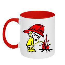 Кружка двухцветная Писающий хулиган-пожарный - FatLine