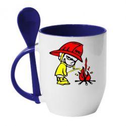 Кружка с керамической ложкой Писающий хулиган-пожарный - FatLine