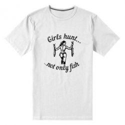 Мужская стрейчевая футболка Девушки не только рыбачат, но и охотятся)