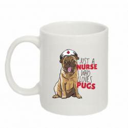 Кружка 320ml Nurse loves pugs