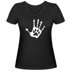Женская футболка с V-образным вырезом Рука волка - FatLine