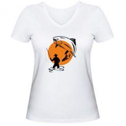 Женская футболка с V-образным вырезом Рыбак на фоне солнца - FatLine
