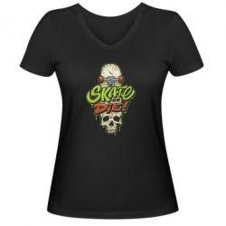 Жіноча футболка з V-подібним вирізом Skate or die skull