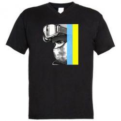 Мужская футболка  с V-образным вырезом Солдат ато