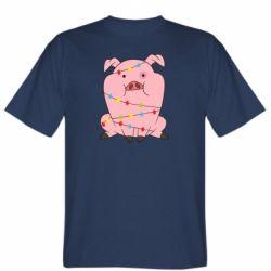 Чоловіча футболка Свиня обмотана гірляндою