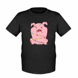 Дитяча футболка Свиня обмотана гірляндою