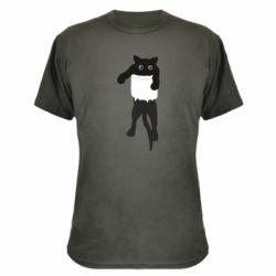 Камуфляжная футболка The cat tore the pocket
