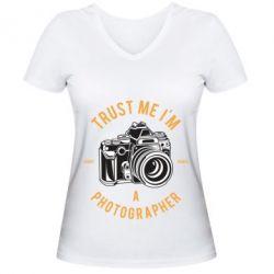 Жіноча футболка з V-подібним вирізом Trust me i'm photographer