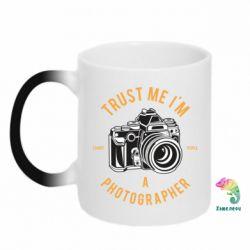 Кружка-хамелеон Trust me i'm photographer